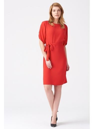 NaraMaxx Yarasa Kol Kuşaklı Elbise Kırmızı